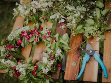 Vana Grimoire: celebrate Litha by making a flower wreath